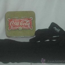 Coleccionismo de Coca-Cola y Pepsi: CAJA COCA-COLA METALICA CON GUANTES Y BUFANDA SERIGRAFIADOS CON COCA-COLA. Lote 34701356