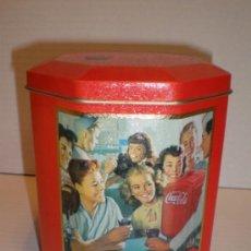 Coleccionismo de Coca-Cola y Pepsi: CAJA OCTOGONAL DE CHAPA COCA COLA AÑO 92. Lote 36060125