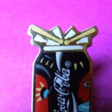 Coleccionismo de Coca-Cola y Pepsi: PIN - COCA COLA - LATA - ES LA MUSICA - LATA TAMBOR - AÑOS 90 -. Lote 41435279