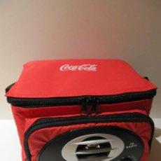 Coleccionismo de Coca-Cola y Pepsi: NEVERA PORTATIL COCA-COLA CON RADIO. FUNCIONA. Lote 251653240