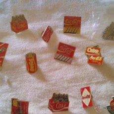 Coleccionismo de Coca-Cola y Pepsi: COLECCIÓN DE 20 PINS Y UNA CHAPA DE COCA COLA. AÑOS 70/80. Lote 44117469