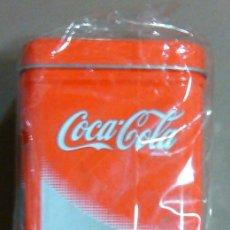 Coleccionismo de Coca-Cola y Pepsi: LATA – CAJA DE COCA-COLA (COCACOLA) METALIZADA. APERTURA SUPERIOR (11 X 7 X 7 CM.) CON PRECINTO. NUE. Lote 44655902