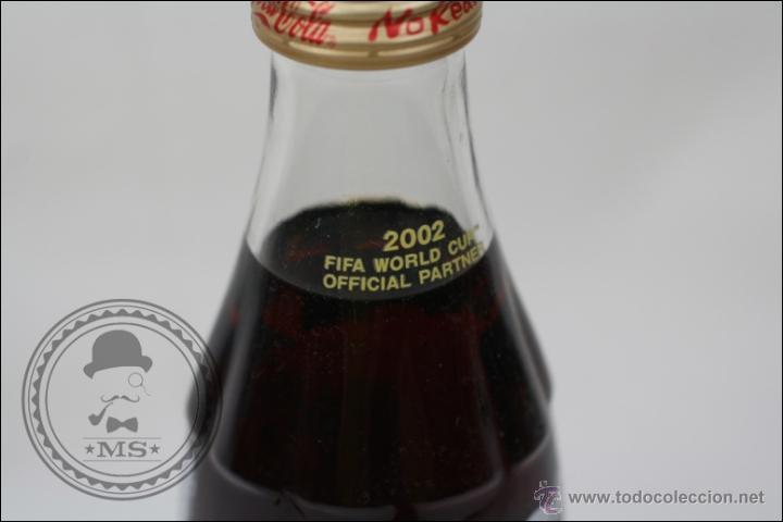 Coleccionismo de Coca-Cola y Pepsi: Botella de Coca Cola 250 Ml - Mundial de Fútbol de Corea 2002 - Llena - Medidas 19,5 Cm - Rareza - Foto 2 - 45243331