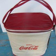 Coleccionismo de Coca-Cola y Pepsi: ANTIGUA Y ORIGINAL NEVERA PORTATIL CON ABRE BOTELLAS DE COCA COLA - VINTAGE - RETRO - DECORACION - B. Lote 47072445