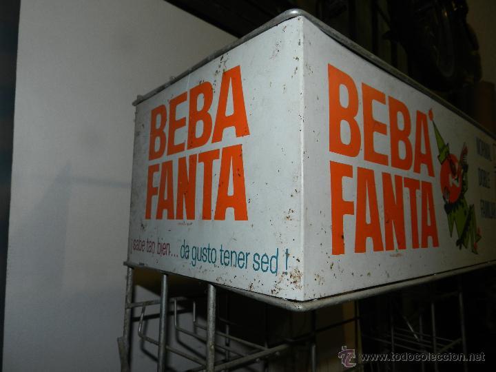 Coleccionismo de Coca-Cola y Pepsi: (M) EXPOSITOR DE METAL - BEBA FANTA AÑOS 60 - 70 , 180 X 27 X 27 CM, BUEN ESTADO - Foto 5 - 47207929