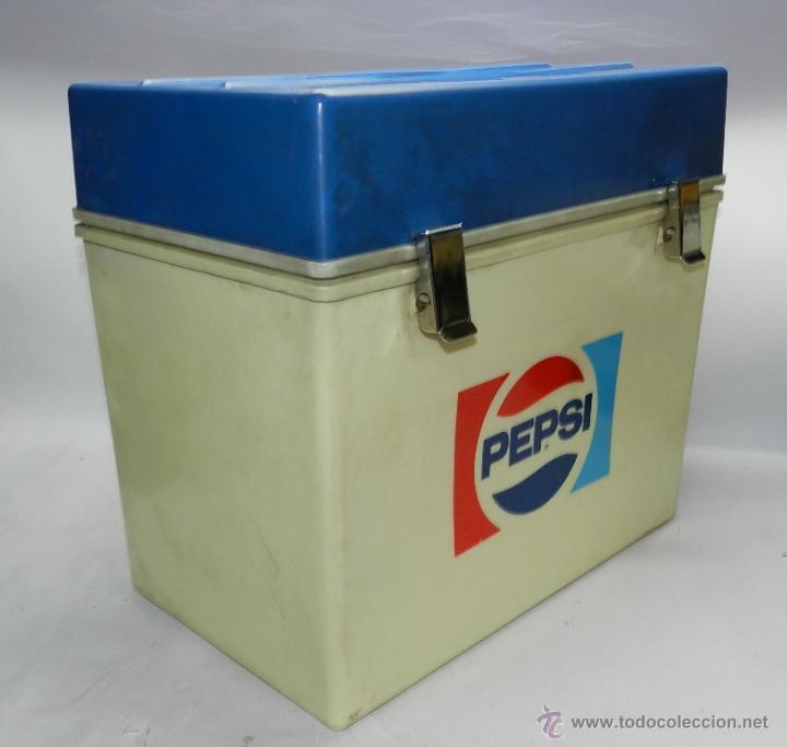 Coleccionismo de Coca-Cola y Pepsi: NEVERA PORTATIL CON PUBLICIDAD DE PEPSI, BUEN ESTADO, MIDE 43 X 40 X 27 CMS. - Foto 2 - 47427052