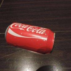Coleccionismo de Coca-Cola y Pepsi: PISAPAPELES POP - LASTRE - CONTRAPESO PERIÓDICOS / PAPELES PARA KIOSCOS FORMA DE LATA COCA COLA. Lote 48502846