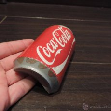 Coleccionismo de Coca-Cola y Pepsi: PISAPAPELES POP - LASTRE - CONTRAPESO PERIÓDICOS / PAPELES PARA KIOSCOS FORMA DE LATA COCA COLA . Lote 48503027