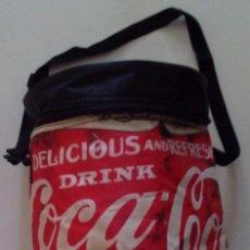 Coleccionismo de Coca-Cola y Pepsi: BOLSA NEVERA CILÍNDRICA DE COCA COLA (37 CM DE ALTO). Lote 50278482