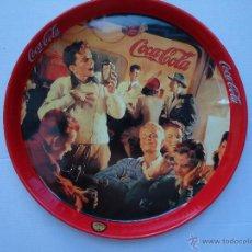 Coleccionismo de Coca-Cola y Pepsi: BANDEJA METÁLICA REDONDA DE COCA COLA. REUNIÓN DE JÓVENES. MIDE 27,CENTÍMETROS.. Lote 50433561