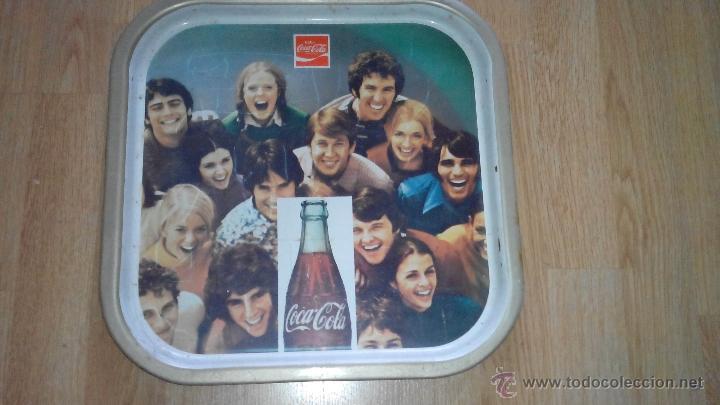 BANDEJA DE METAL DE COCA COLA -ORIGINAL AÑOS 60- 35X35 CMS (Coleccionismo - Botellas y Bebidas - Coca-Cola y Pepsi)