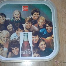 Coleccionismo de Coca-Cola y Pepsi: BANDEJA DE METAL DE COCA COLA -ORIGINAL AÑOS 60- 35X35 CMS. Lote 51796234