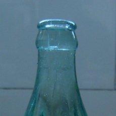 Coleccionismo de Coca-Cola y Pepsi: ANTIGUO BOTELLIN DE COCA COLA MARCA EN CRISTAL GRABADO. Lote 52762519