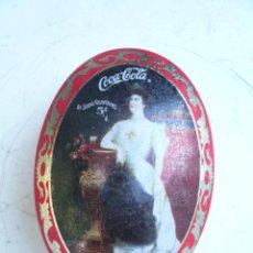 Coleccionismo de Coca-Cola y Pepsi: VELA DE COCA COLA EN CAJA METÁLICA OVALADA. Lote 53488735