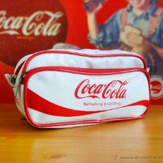 Coleccionismo de Coca-Cola y Pepsi: COCA COLA. RARO BOLSO-NECESER BLANCO. VINTAGE. COLECCIONISTAS. Lote 54107079