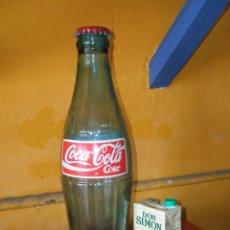 Coleccionismo de Coca-Cola y Pepsi: BOTELLA CRISTAL PUBLICIDAD COCA-COLA. GRANDE, ENORME, GIGANTE. AÑOS 90. ORIGINAL COMPAÑÍA.. Lote 55355030