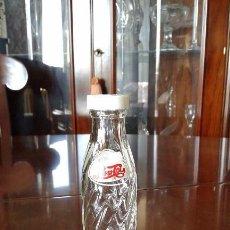 Coleccionismo de Coca-Cola y Pepsi: SALERO DE PEPSI. BOTELLITA SERIGRAFIADA DE CRISTAL DE 11 CMS. APROX. Y TAPÓN DE PLÁSTICO.. Lote 57940481
