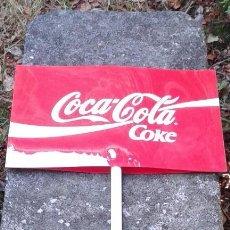 Coleccionismo de Coca-Cola y Pepsi: LETRERO DE COCA-COLA (PLÁSTICO DURO O METACRILATO). PALO PARA INSERTAR EN OTRO MAYOR TIPO SOMBRILLA . Lote 58138337
