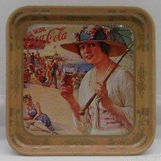 Coleccionismo de Coca-Cola y Pepsi: BANDEJITA VINTAGE PUBLICIDAD DE LA MARCA COCA COLA, AÑOS 80, DE CHAPA CON MOTIVOS DE EPOCA .. Lote 58191729