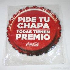 Coleccionismo de Coca-Cola y Pepsi: PUBLICIDAD COCA COLA, PIDE TU CHAPA... 6 CHAPAS CARTON 25 CM (3 UNIDAS Y 3 SUELTAS), VER IMAGENES. Lote 58517583