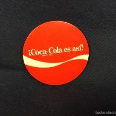 Coleccionismo de Coca-Cola y Pepsi: ESPEJO CIRCULAR DE MANO BOLSILLO BOLSO COCA COLA ES ASÍ MARCA REG. CHAPA AÑOS 70 80 8,5CMS. Lote 59898671