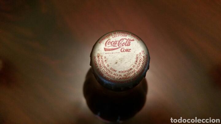 Coleccionismo de Coca-Cola y Pepsi: Botella Coca Cola (Portugal) 33 Cl. 1997. Etiquetas de papel. SIN ABRIR. - Foto 4 - 62440739