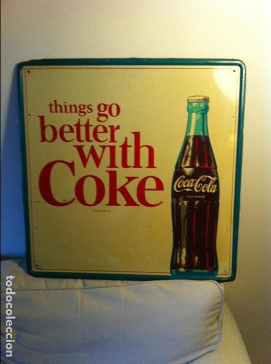 VINTAGE 1964 COCA-COLA TIN ADVERTISING SIGN. ORIGINAL / ANTIGUA PLACA CHAPA COCA-COLA COKE DE 1964 (Coleccionismo - Botellas y Bebidas - Coca-Cola y Pepsi)
