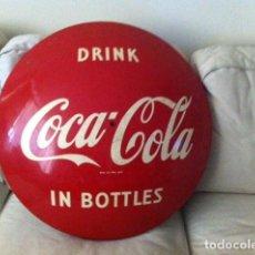 Coleccionismo de Coca-Cola y Pepsi: 1950S COCA-COLA PORCELAIN DISC/BUTTON.62 CMS.ORIGINAL /ANTIGUA PLACA CHAPA DISCO COCA COLA ESMALTADO. Lote 68379021