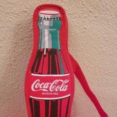 Coleccionismo de Coca-Cola y Pepsi: ESTUCHE ESCOLAR MOCHILA PUBLICIDAD BOTELLA DE COCA COLA AÑOS 90 VINTAGE CARTERA INFANTIL PLUMIER. Lote 173865764
