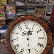 Coleccionismo de Coca-Cola y Pepsi: RELOJ QUARTZ DE PARED MARCA JUNGHANS CON PUBLICIDAD COCACOLA COCA COLA. Lote 73460235