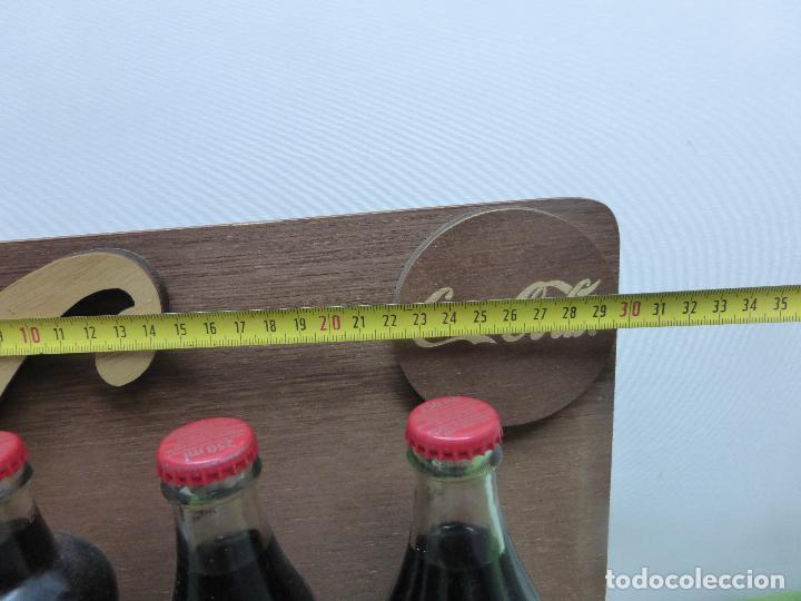 Coleccionismo de Coca-Cola y Pepsi: COCA COLA 125 AÑOS - EXPOSITOR CON LAS 3 PRIMERAS BOTELLAS 1899 1900 1915- Reedición conmemorativa - - Foto 2 - 228598925