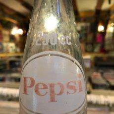 Coleccionismo de Coca-Cola y Pepsi: ANTIGUA BOTELLA DE PEPSI 250 CC MARCA REGISTRADA. Lote 83305920
