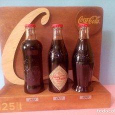 Coleccionismo de Coca-Cola y Pepsi: MUESTRARIO DE BOTELLAS DE COCACOLA. REPLICA DE BOTELLA COCACOLA 1899-1900 1915. Lote 85156732