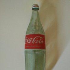 Coleccionismo de Coca-Cola y Pepsi: BOTELLA ANTIGUA COCA-COLA 1 LITRO (CRISTAL Y TAPÓN DE METAL). ALTO 34CM. Lote 90463309