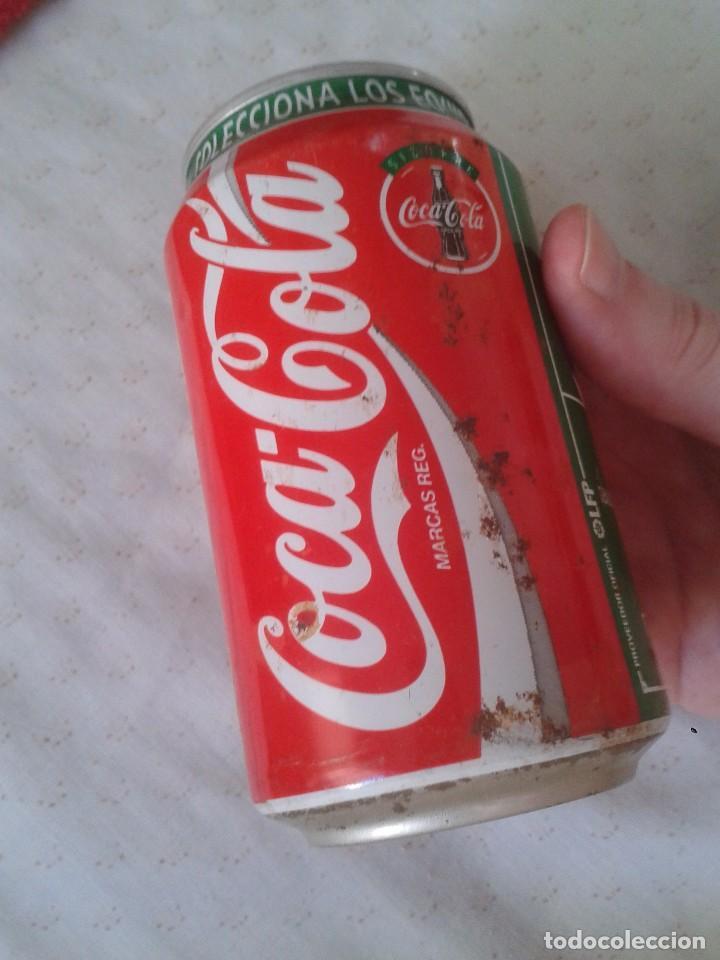 Coleccionismo de Coca-Cola y Pepsi: ANTIGUA LATA DE COCACOLA COCA COLA REAL SOCIEDAD SAN SEBASTIAN EQUIPOS FÚTBOL LIGA 96 97 1996 1997 - Foto 2 - 91432520