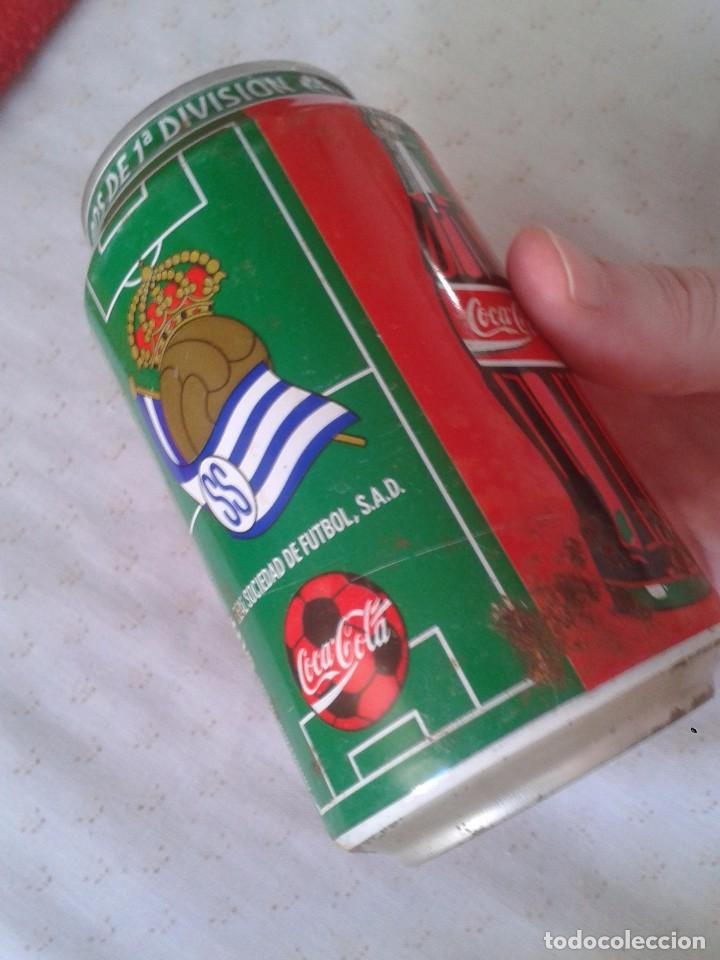 Coleccionismo de Coca-Cola y Pepsi: ANTIGUA LATA DE COCACOLA COCA COLA REAL SOCIEDAD SAN SEBASTIAN EQUIPOS FÚTBOL LIGA 96 97 1996 1997 - Foto 5 - 91432520