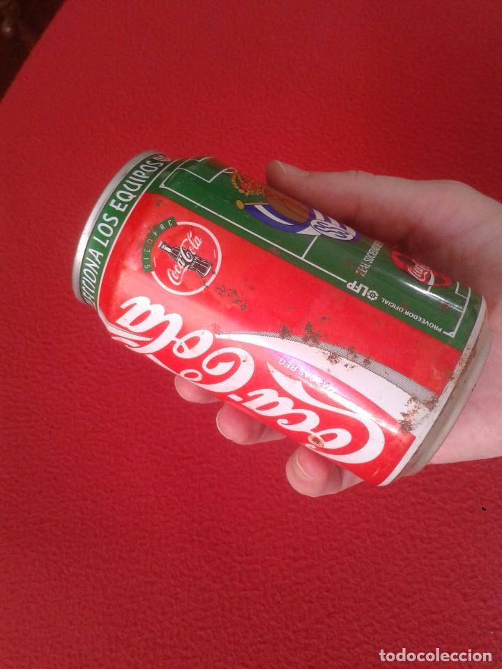 Coleccionismo de Coca-Cola y Pepsi: ANTIGUA LATA DE COCACOLA COCA COLA REAL SOCIEDAD SAN SEBASTIAN EQUIPOS FÚTBOL LIGA 96 97 1996 1997 - Foto 8 - 91432520