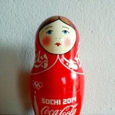 Coleccionismo de Coca-Cola y Pepsi: MUÑECA RUSA MATRIOSHKA PUBLICIDAD COCA-COLA JUEGOS DE INVIERNO SOCHI 2014 RUSIA. Lote 91455724
