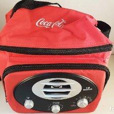 Coleccionismo de Coca-Cola y Pepsi: NEVERA DE PLAYA CON RADIO DE COCA COLA. CAPACIDAD PARA 6 LATAS. NUEVA. Lote 98443047
