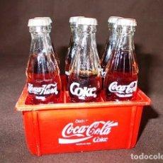 Coleccionismo de Coca-Cola y Pepsi: CAJA MINIATURA BOTELLAS DE COCACOLA DE DIFERENTES PAISES. Lote 98746343