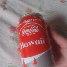 Coleccionismo de Coca-Cola y Pepsi: LATA DE COCA COLA COCACOLA COMPARTE UNA FRÍA EN HAWAII USA UNITED STATES ESTADOS UNIDOS VER . LIGHT. Lote 101046203