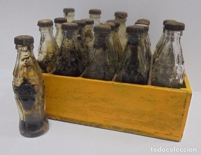 CAJA CON 20 BOTELLAS DE COCA COLA.MINIATURA .PUBLICITARIA. AÑOS 50. VER FOTOS (Coleccionismo - Botellas y Bebidas - Coca-Cola y Pepsi)