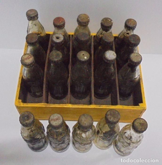 Coleccionismo de Coca-Cola y Pepsi: Caja con 20 botellas de Coca Cola.miniatura .Publicitaria. Años 50. Ver fotos - Foto 4 - 101255459