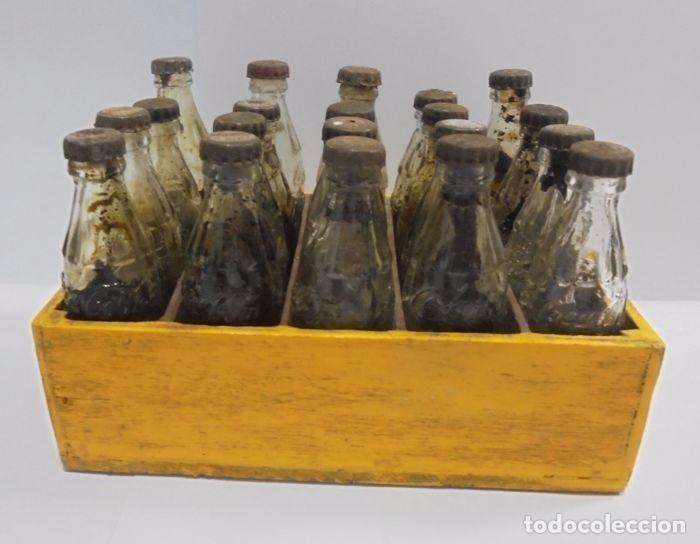 Coleccionismo de Coca-Cola y Pepsi: Caja con 20 botellas de Coca Cola.miniatura .Publicitaria. Años 50. Ver fotos - Foto 8 - 101255459