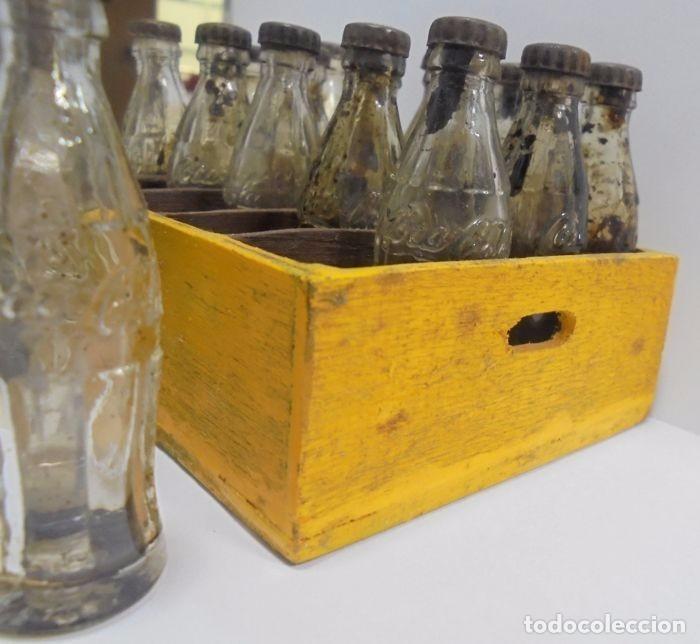 Coleccionismo de Coca-Cola y Pepsi: Caja con 20 botellas de Coca Cola.miniatura .Publicitaria. Años 50. Ver fotos - Foto 9 - 101255459