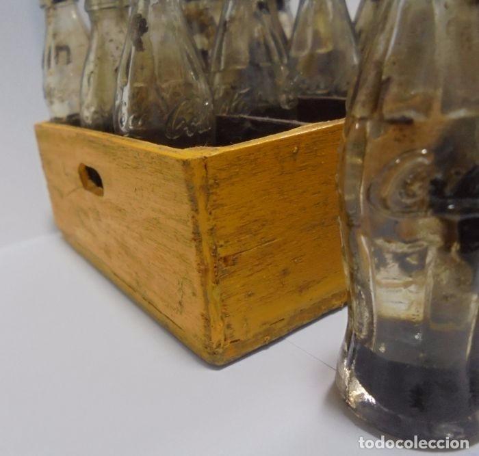 Coleccionismo de Coca-Cola y Pepsi: Caja con 20 botellas de Coca Cola.miniatura .Publicitaria. Años 50. Ver fotos - Foto 10 - 101255459