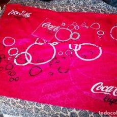 Coleccionismo de Coca-Cola y Pepsi: LOTE COCA COLA -PAÑUELO Y PINS-. Lote 104100703