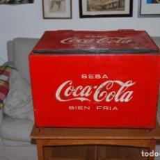 Coleccionismo de Coca-Cola y Pepsi: NEVERA DE COCA-COLA - ABRECHAPAS LATERAL - HIERRO Y ZINC - FRESQUERA - COCACOLA - AÑOS 50. Lote 106666987