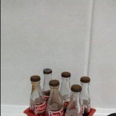 Coleccionismo de Coca-Cola y Pepsi: CAJA DE COCACOLA CON SEIS BOTELLINES EN MINIATURA.. Lote 109313319