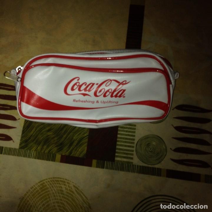 COCA COLA. BOLSO-NECESER BLANCO. POLIPIEL .VINTAGE. COLECCIONISTAS (Coleccionismo - Botellas y Bebidas - Coca-Cola y Pepsi)